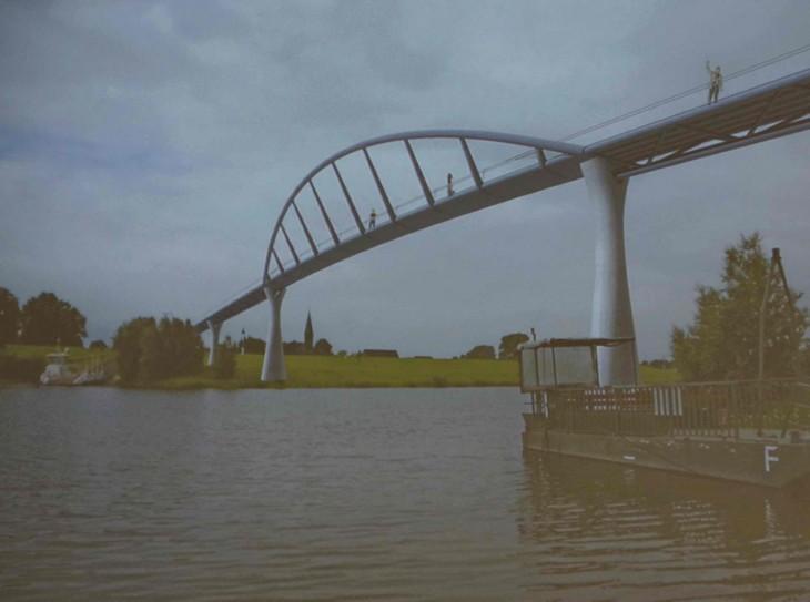 Es gab auch mal die Idee einer weitgespannten Brücke (die allerdings auch wegen der Bestimmungen für Bundeswasserstraßen derart hoch hätte gebaut werden müssen)