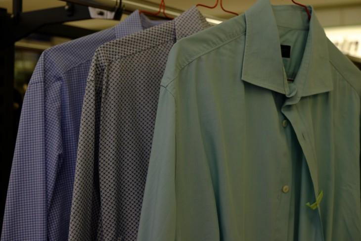 Für den hemdsärmeligen Auftritt: Wer gibt fünf Oberhemden weg und holt sie nicht wieder ab?