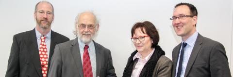 Ein Bild aus glücklichen Tagen: Prof. Brandt (von r.), Prof. Klotz, Prof. Julian Vincent, Prof. William Megill, Prof. Julian Vincent (anlässlich der Verleihung einer Honorarprofessur, 2015)
