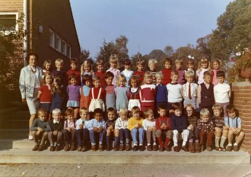 Ziehen wir mal Frau Dzösch und die 17 Mädchen ab, bleiben noch 26 Möglichkeiten, wie der Autor aussah, als er 1971 begann, fürs Leben zu lernen