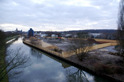 Am Ufer des Spoykanals erstreckt sich das Gelände der FH-Baustelle vom Klever Ring bis zur Unterstadt – Platz für ganz schön viele Dozenten und Studenten