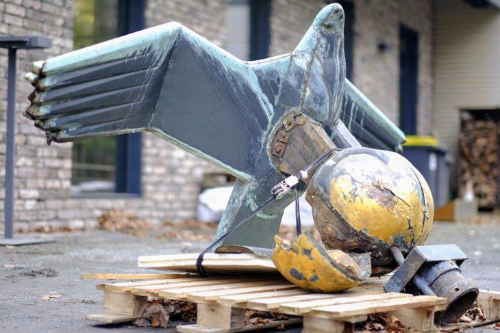 Zweifelsfrei kein Symbol mehr, das irgendeinen Machtanspruch untermauern könnte: Kopetzky-Adler, für kleveblog freundlicherweise aus der Folienverpackung geholt