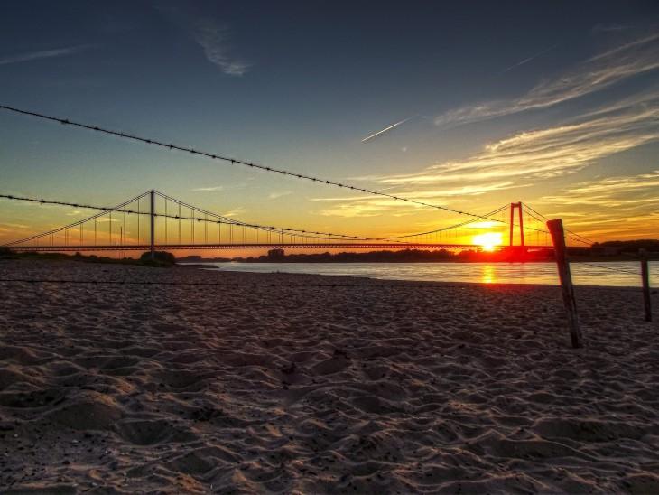 Wenn bei Elten die Sonne versinkt… (Foto: Christan Flock)