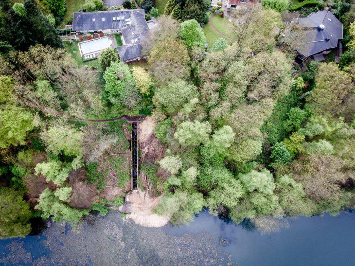 Nur gut zwanzig Meter trennen den Garten des Hauses am Eisernen Mann von der Abrisskante des Erdrutsches (Foto: Torsten Barthel)