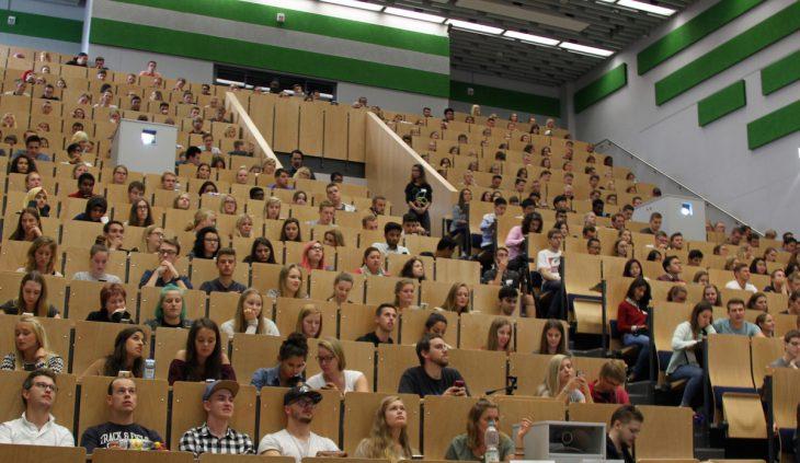 Zwei Plätze waren noch frei: Begrüßung der neuen HSRW-Studenten in Kleve (Foto: HSRW)