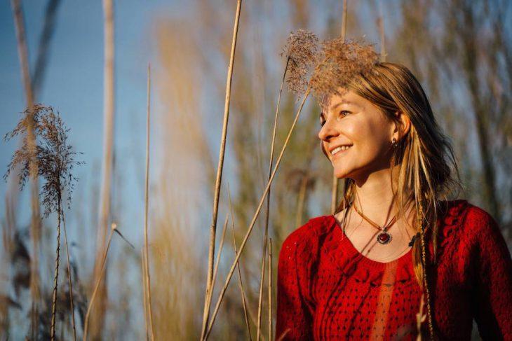 Jana im Herbstlicht – aber noch im Frühling ihrer beruflichen Laufbahn (Foto: Jana Kathrin)