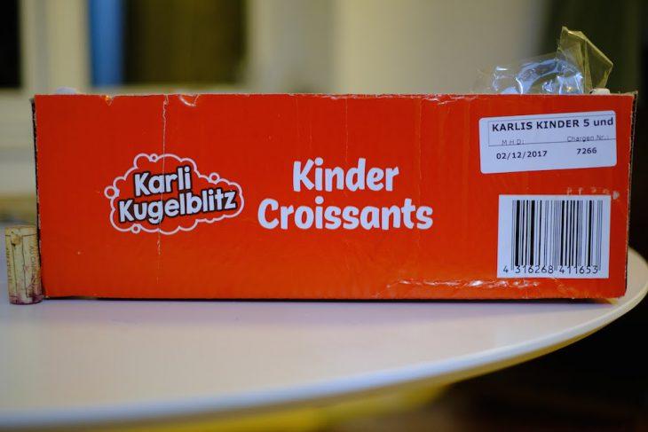 """Im Protokoll des Meetings wird stehen: """"Einstimmige Entscheidung für die Namensgebung Karli Kugelblitz"""""""