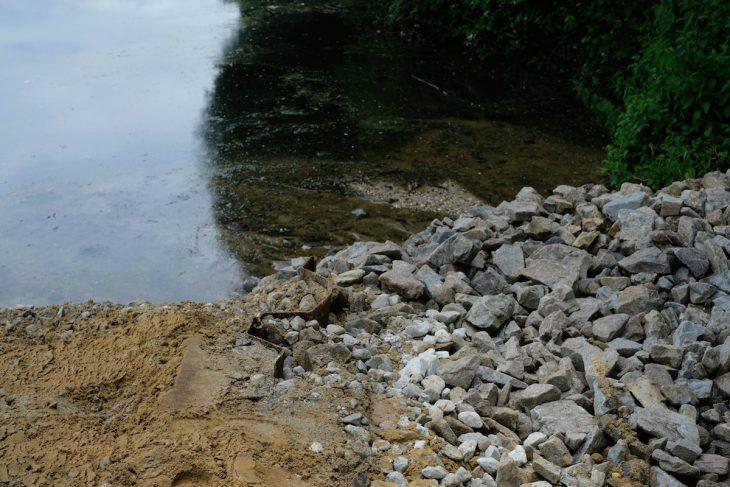 Uferlinie verlegt, Spundwand eingesetzt