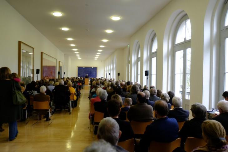 In weiter Ferne: Joachim Schmidt, Stellvertreter von Bürgermeister Brauer
