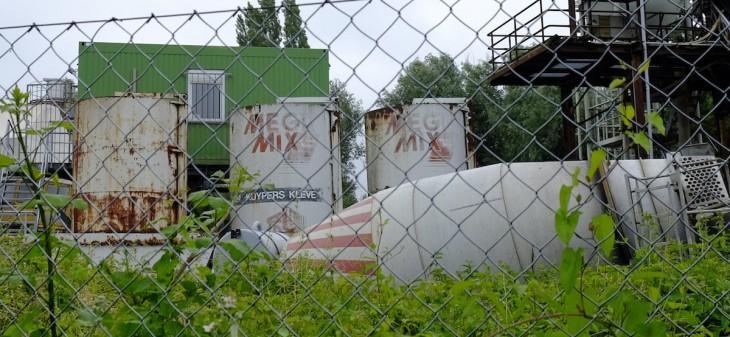 Experimenteller Blick auf das Werksgelände der Kiesbaggerei Kuypers an der Spyckstraße
