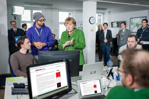 Ein Besuch in der hippen kleveblog-Redaktion? Warum nicht, Frau Bundeskanzlerin? (Foto © Bundespresseamt/Denzel)