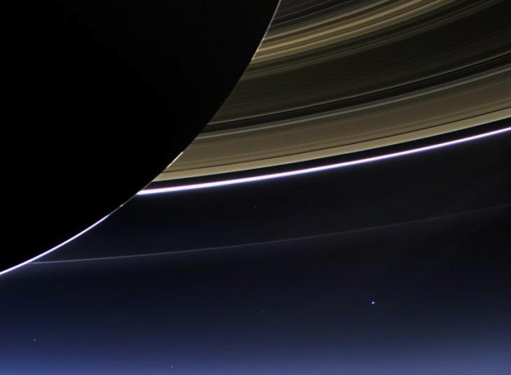 Der helle Punkt rechts unten sind wir. Nicht im Bild: der Parkautomat am Spoykanal (Foto © NASA/JPL-Caltech/Space Science Institute)