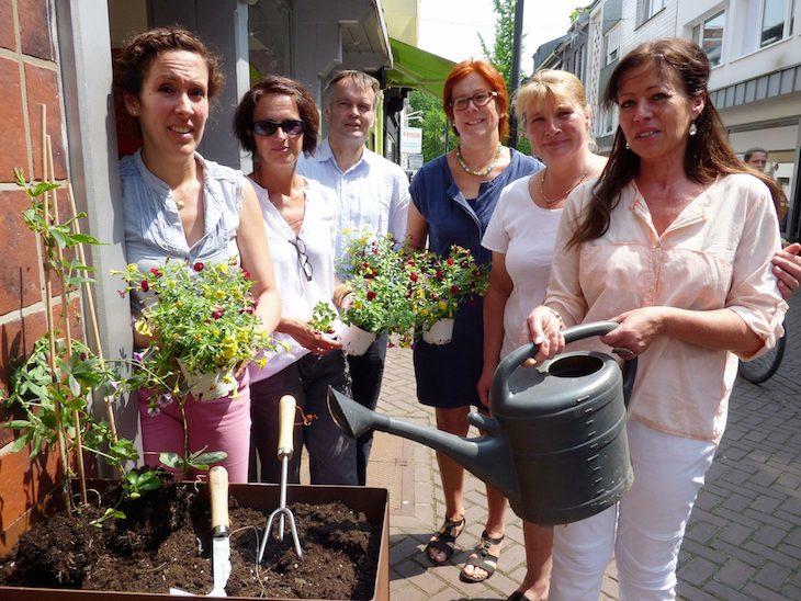 Floraler Touch: Die Gasthausstraße wird noch schöner