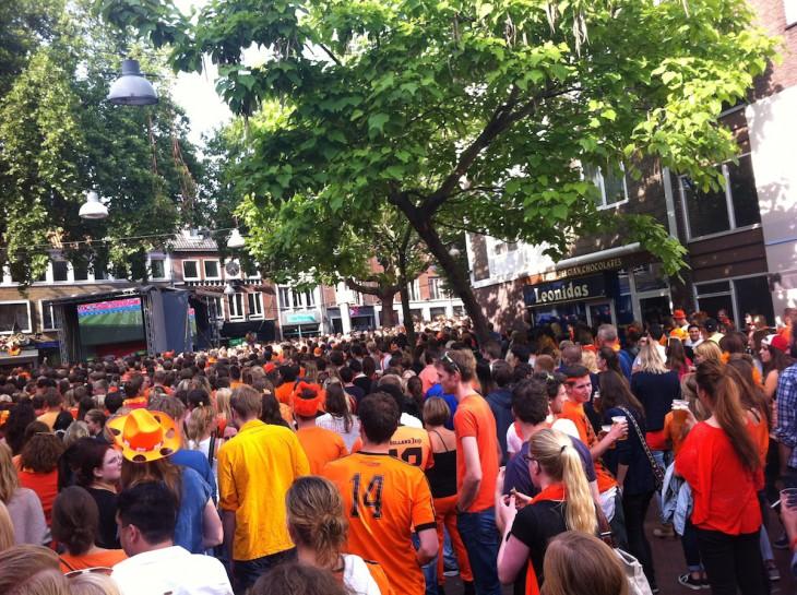 Epizentrum der Oranjeverehrung: Koningsplein, Nijmegen (Foto © Philip Jansen)