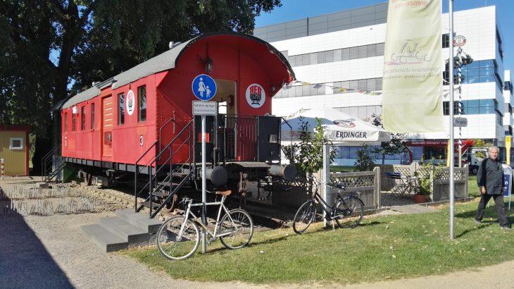 Red Wagon: Bistro mit Biergarten