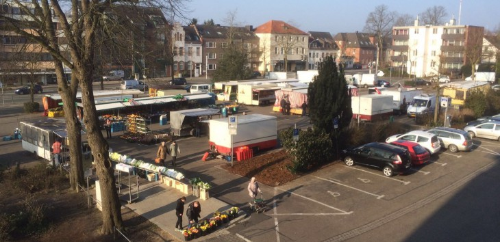 Rechts, wo Westen ist, ist nichts mehr: Markt Linde in neuer Sortierung  (Foto: Richard Grützner)