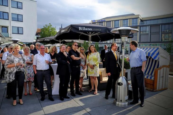 In Feierlaune: Gäste der Rilano-Jubiläumsfeier