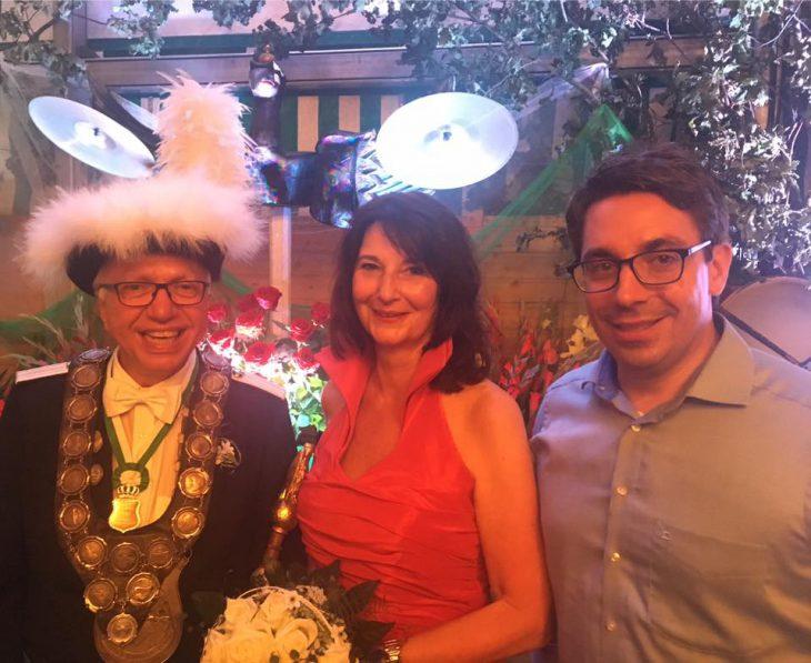Eine Frau zwischen einem Gewinner und einem Kandidaten: Theo Brauer, Ehefrau Jutta, Stefan Rouenhoff (Foto: Rouenhoff)