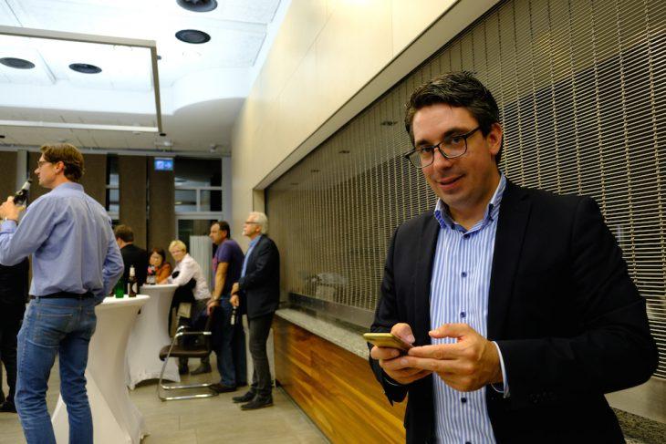 Glückwünsche per Whatsapp erwidern: Stefan Rouenhoff, vor einem Jahr noch eine unbekannte Größe, nun mit Direktmandat für die CDU im Bundestag