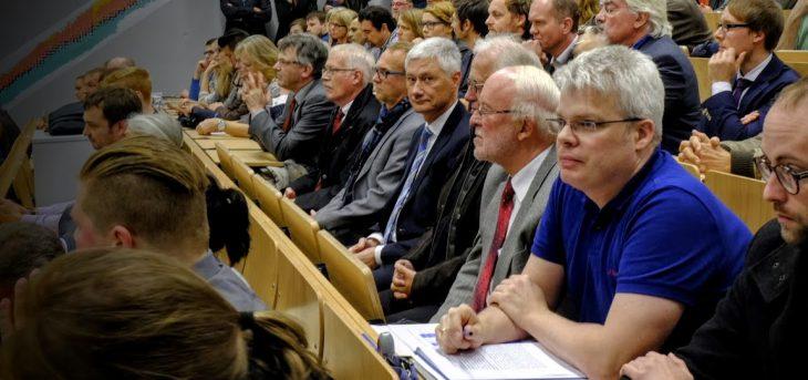 Alle vereint: Kleves Kämmerer Willibrord Haas, Technischer Beigeordneter Jürgen Rauer, Landrat Wolfgang Spreen, Theo Brauer (etwas verdeckt) und Wilfried Suerick (3.v.r.), im November 2014, als es um die Wiederwahl von Marie-Louise Klotz als Präsidentin der Hochschule Rhein-Waal ging