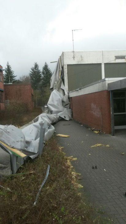 Da fliegt dir doch das Dach weg: Sporthalle des Berufskollegs am Weißen Tor