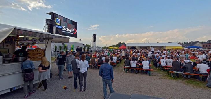 Füllstand 60%: FanPark Kleve am Samstag,als Deutschland gegen Ghana remisierte (Foto © Udo Kleinendonk)