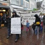 Berechtigte Frage eines Demonstranten (Kundgebung der Lebenshilfe am 7. Dezember in der Innenstadt) (Foto © Udo Kleinendonk)