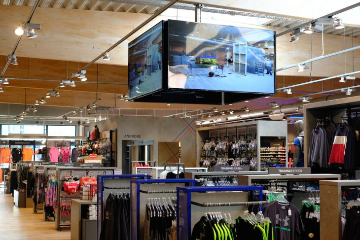 Arena-Atmosphäre im neuen Intersport-Markt