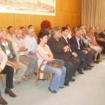 Tribüne ausverkauft: Der FC-Vorstand in der ersten Reihe