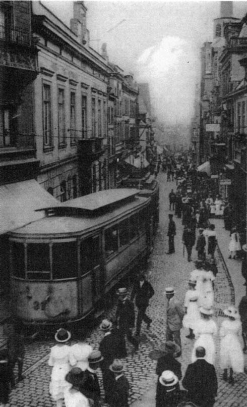 Mitten im Leben: das Gebäude links war bis 1909 das Klever Rathaus